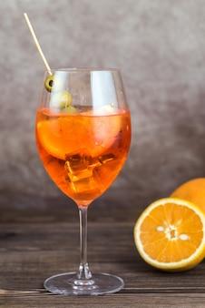 Glas aperol spritz cocktail