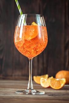 Glas aperol spritz-cocktail
