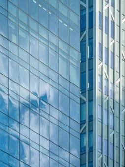 Glas bedrijfsgebouwenachtergrond.