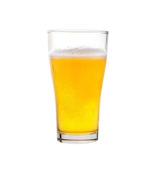 Glas bier geïsoleerd op een witte achtergrond Premium Foto