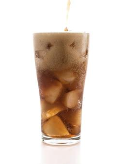 Glas cola met ijs