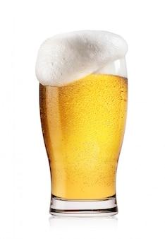 Glas licht bier met wit schuim