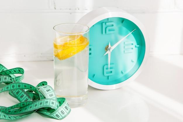 Glas limonade met citroen
