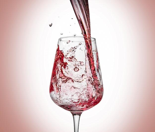 Glas met ijs en wijn splash