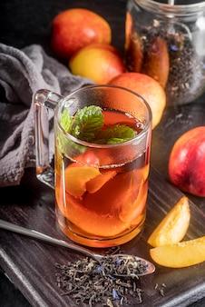 Glas met perzik ijstheesmaak