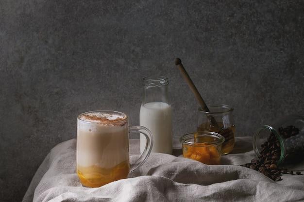 Glas pompoenkruid latte
