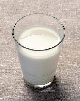 Glas rijke romige melk