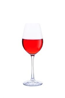 Glas rode wijn die op wit wordt geïsoleerd.