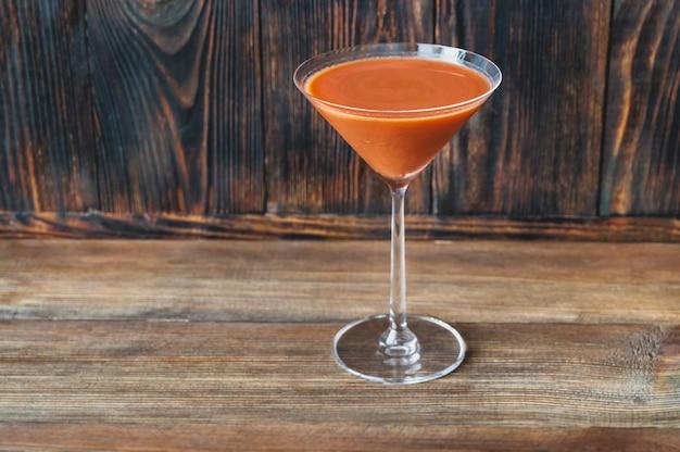 Glas trinidad sour op houten tafel