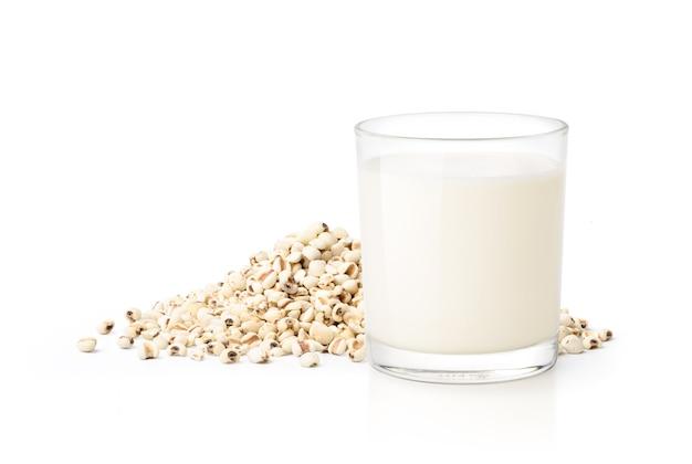 Glas van jobs tranen ontbijtgranen met melk