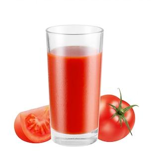 Glas vers gezond rood sap met geïsoleerde tomaten, met het knippen van weg