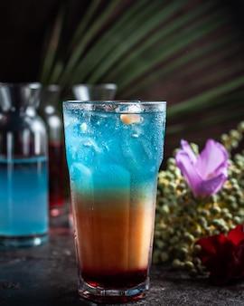 Glas zomerijscocktail