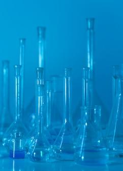 Glaswerk arrangement in lab