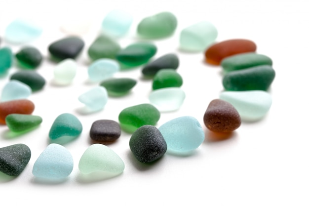 Glaswerk gepolijst door de zee