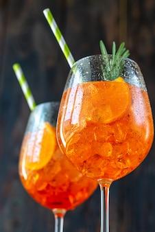 Glazen aperol spritz cocktail