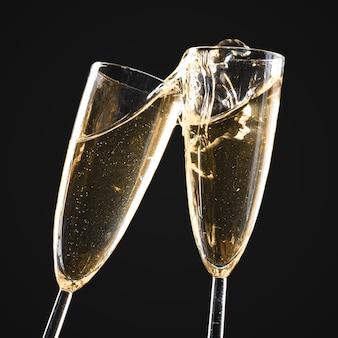 Glazen champagne met plons