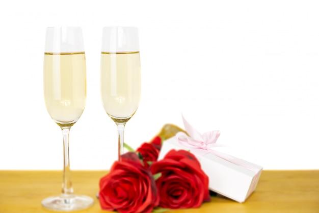 Glazen champagne met roze bloem