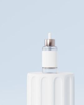 Glazen flesdruppelaar met label voor cosmetica op pilaar