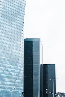 Glazen gebouwen van verschillende hoogte