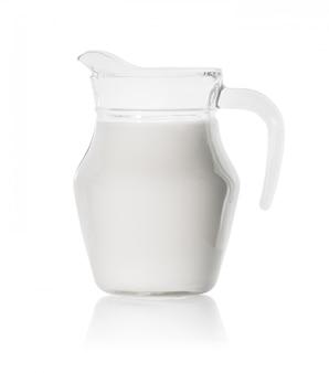 Glazen karaf met verse melk