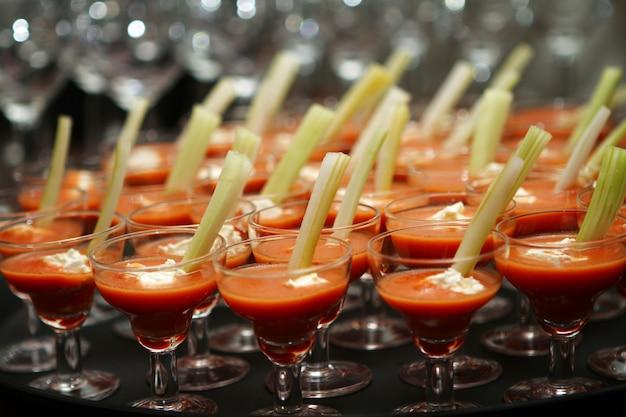 Glazen met dessert
