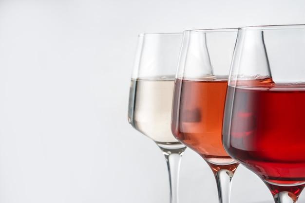 Glazen smakelijke wijn, close-up