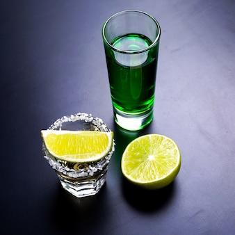 Glazen tequila aan de bar
