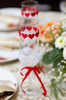 Glazen voor drankjes en cocktails aan de feesttafel