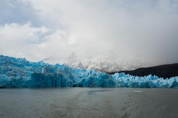 Gletsjers bij het meer in de regio patagonië in chili