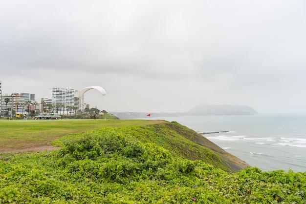 Glijscherm lancering van de kustlijn in miraflores lima