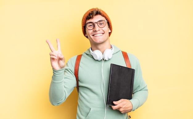 Glimlachend en gelukkig, zorgeloos en positief kijkend, gebarend naar overwinning of vrede met één hand. studentenconcept