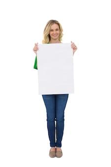 Glimlachend leuk blonde die wit teken houden