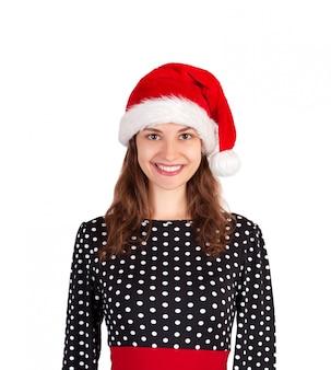 Glimlachende gelukkige vrouw in kleding. emotioneel meisje in de kerstmuts van de kerstman op wit wordt geïsoleerd. vakantie