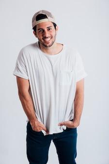 Glimlachende jonge man