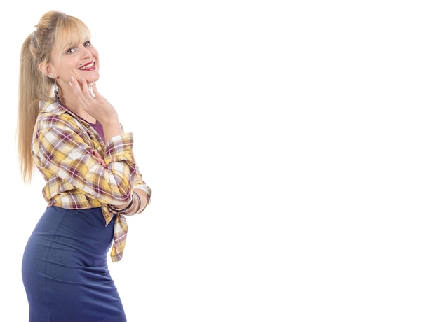 Glimlachende mooie vrouw geïsoleerd