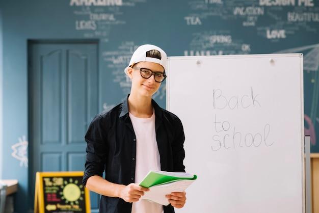 Glimlachende student in de klas