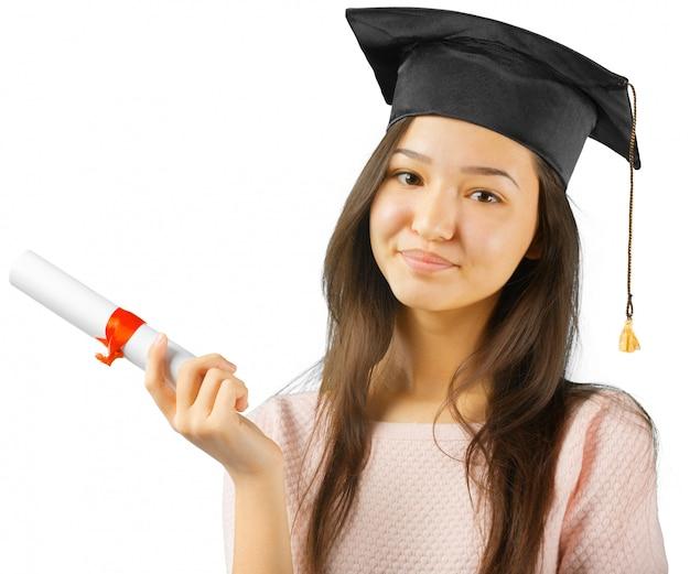Glimlachende vrouw met diploma