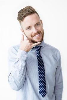 Glimlachende zakenman, bel mij gebaar