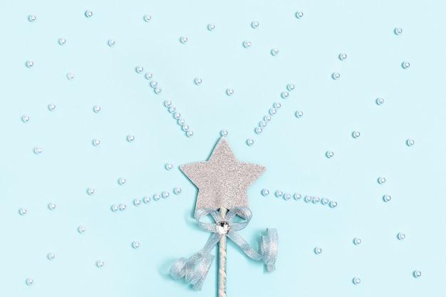 Glinsterende ster op blauw met kralen, magische ster, vervulling van wensen, dromen