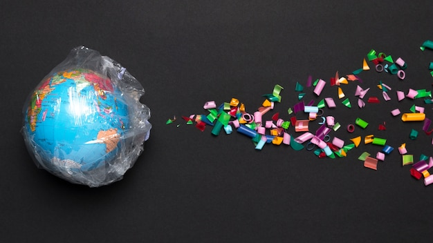 Globe bedekt met plastic
