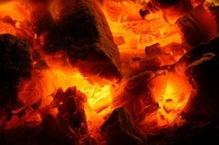 Gloeiend vuur sintels brand