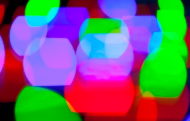 Gloeiende bokeh kleurrijke lichten in zwart