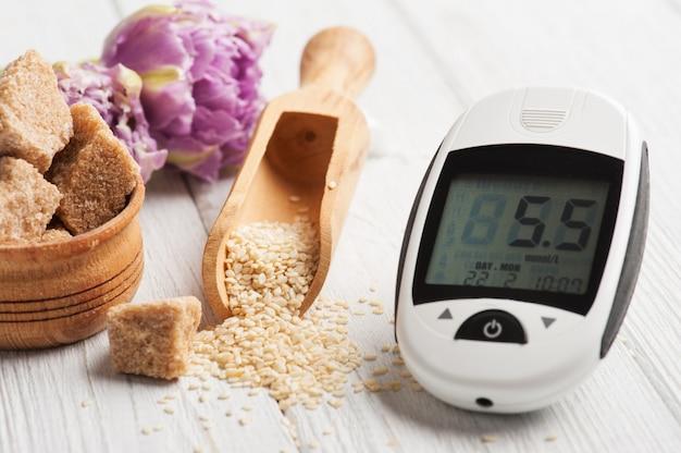 Glucosemeter, zaden van sesam en bruine suiker