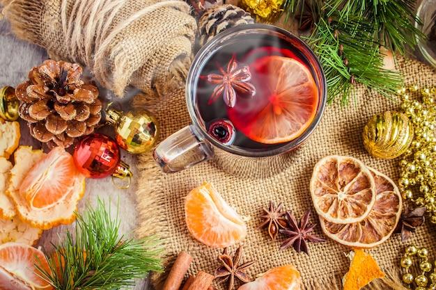 Glühwein. selectieve aandacht. kerstdrankje en eten.