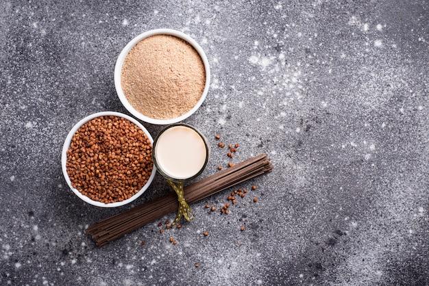 Glutenvrij boekweitmeel, sobanoedel en niet-zuivelmelk
