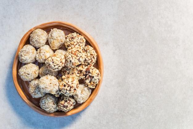 Glutenvrije veganistische truffels, smakelijke snacks boordevol eiwitten