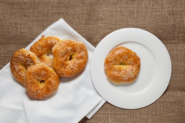 Glutenvrije zelfgemaakte taarten. rustieke stijl.