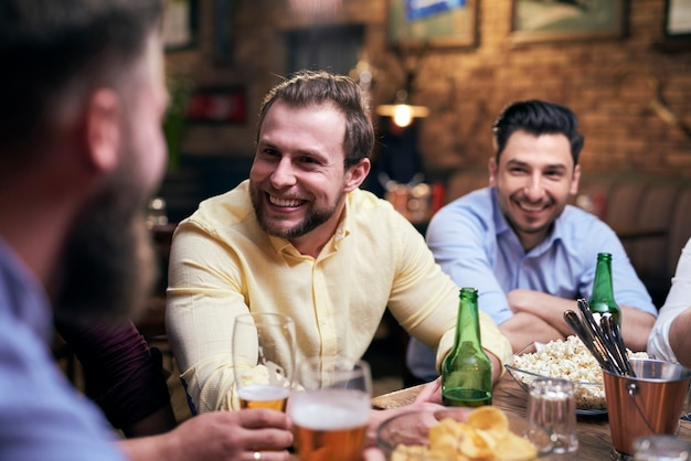 Goede tijden met de beste vrienden aan de bar