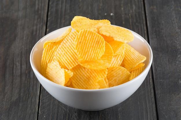 Golfde aardappel dunne zout stapel