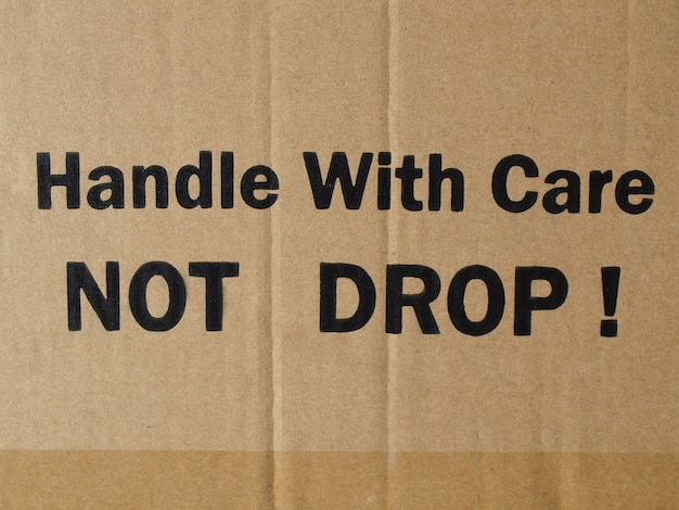 Golfkarton met kwetsbaar label